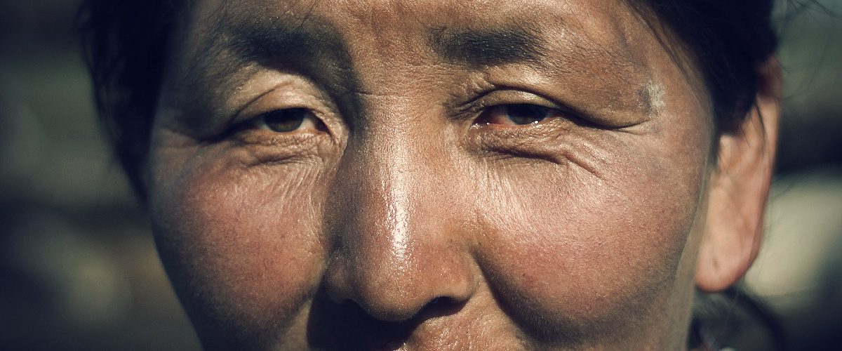 Eyes of a nomadic Woman in the mongolian grasslands